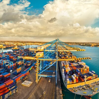 Контейнерные линии вводят беспрецедентные надбавки на маршрутах из Азии и Европы