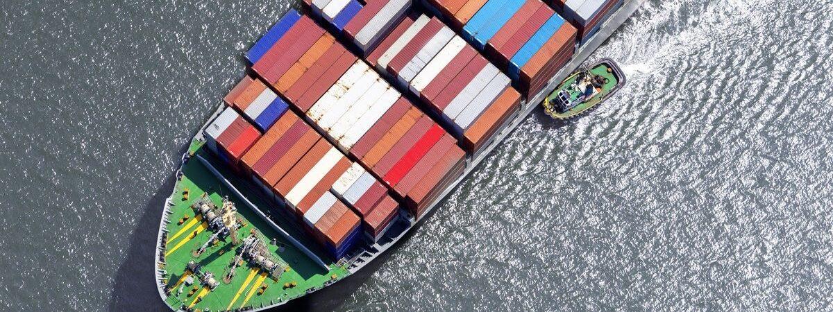 Ставки чартера контейнеровозов достигли максимума за 13 лет