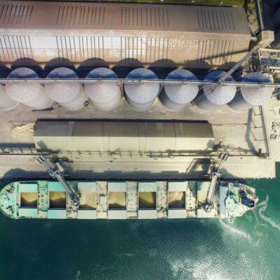 Экспорт зерна уступает прошлогоднему объему почти на 15%