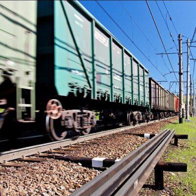УЗ в сентябре прекратит грузоперевозки маршрутными поездами
