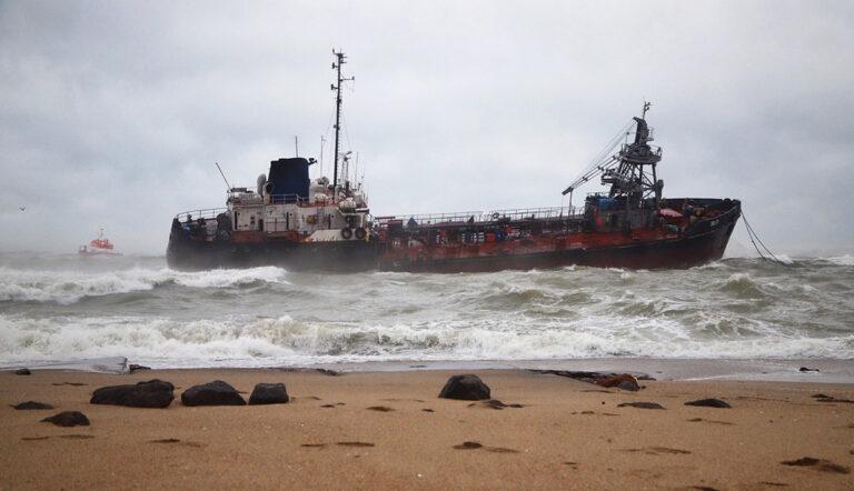 Госпогранслужба отвергла вину командира пограничного корабля в аварии танкера Delfi