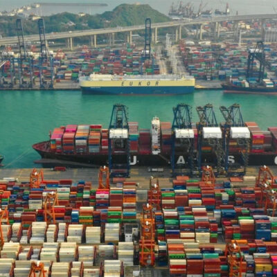 В январе-апреле порт Гонконг сократил контейнерооборот на 6,7%