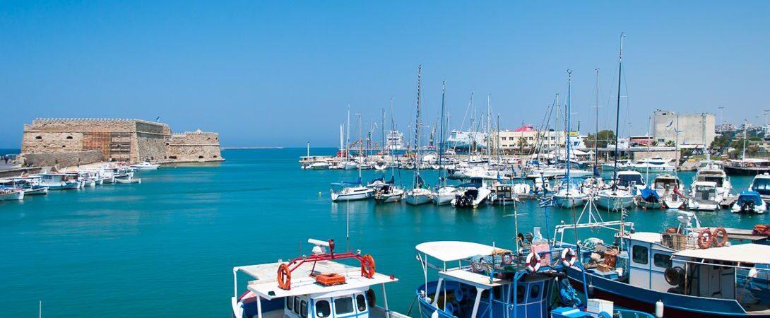 Греция с 1 августа откроет шесть портов для круизных лайнеров