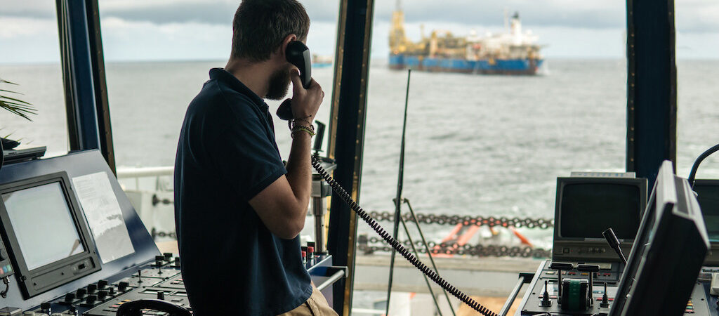 Украинские моряки смогут летать на ротацию через Киев и Львов