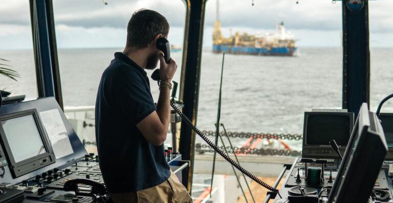 ОАЭ разрешили смену экипажей во всех портах страны