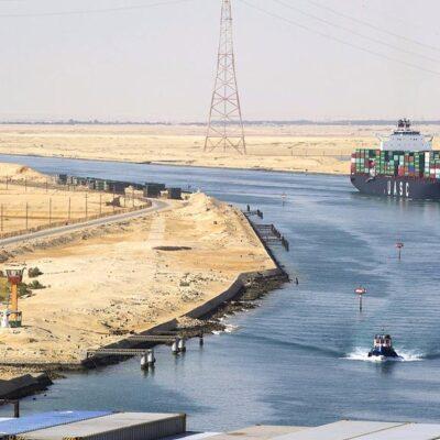 Администрация Суэцкого канала предварительно оценила ущерб от блокировки в $1 млрд