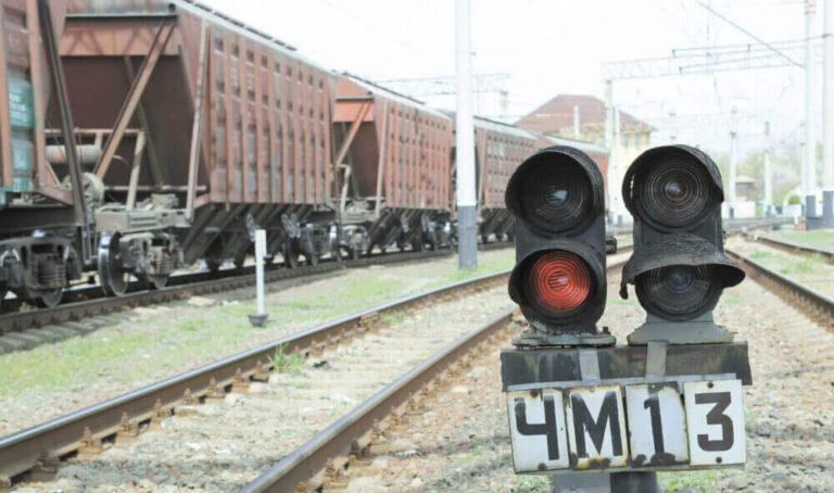 «Укрзализныця» заплатит почти 400 млн грн штрафов за несвоевременную доставку грузов