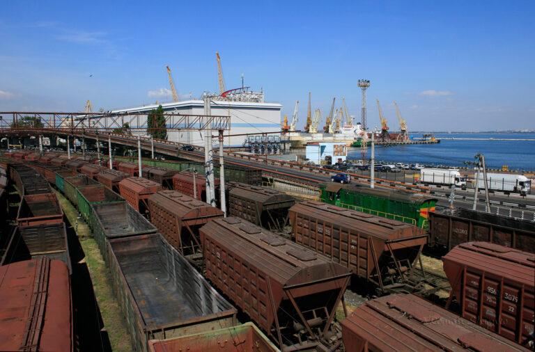 Укрзализныця увеличила перевозку зерна на 36,8% в сентябре