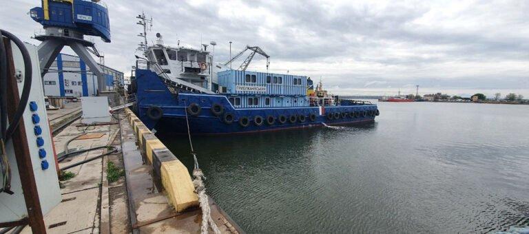 Буксир-толкач «Прибужановский» выполняет проводки судов по Днепру, Южному Бугу и Дунаю в любое время года