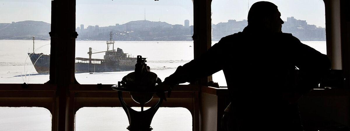Три страны вновь ужесточили правила ротации моряков из-за COVID-19