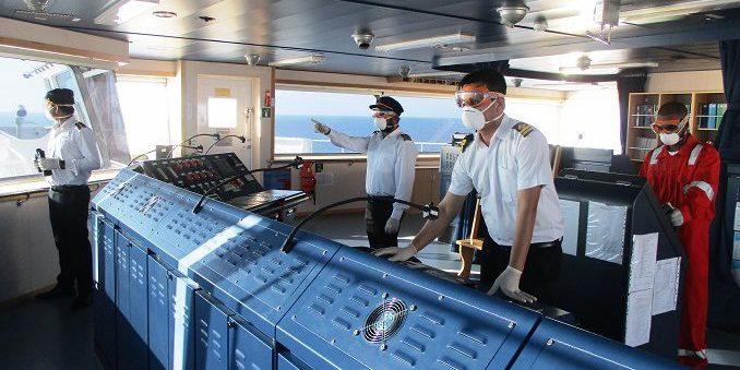 Гонконг вернулся к ограничениям на ротацию моряков из-за пандемии COVID-19