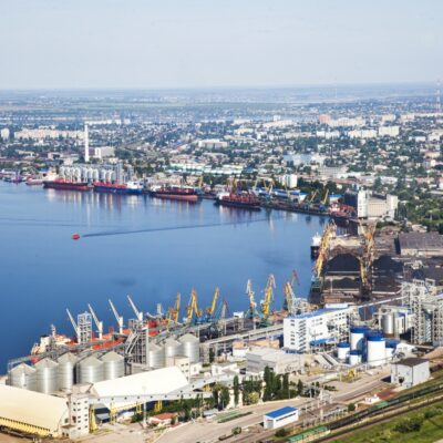 Николаевский порт досрочно выполнил месячный план перевалки