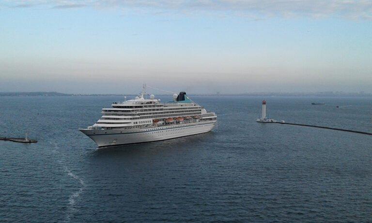 Круизный лайнер в Одесском порту