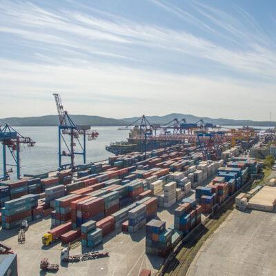 В январе-апреле морпорты России сократили контейнерооборот на 0,5%