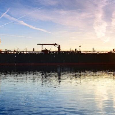 Количество заказов на строительство новых судов в мире снизилось до минимума за 17 лет