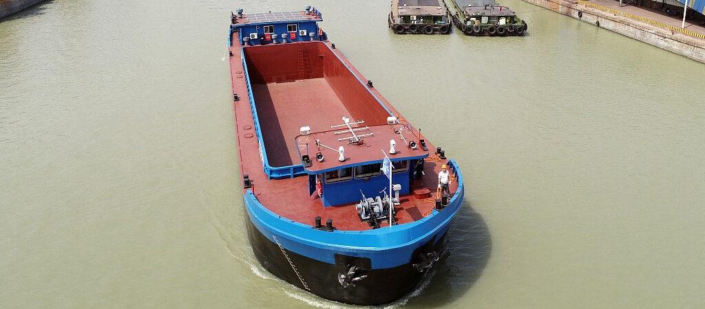 Китай успешно испытал грузовое судно на электротяге