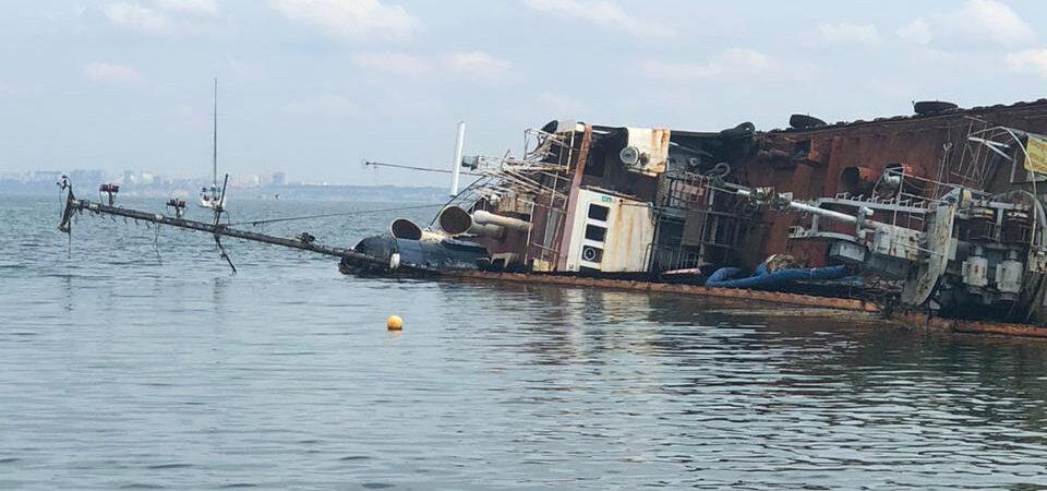 Прокуратура исследует вину капитании Одесского порта в аварии танкера Delfi
