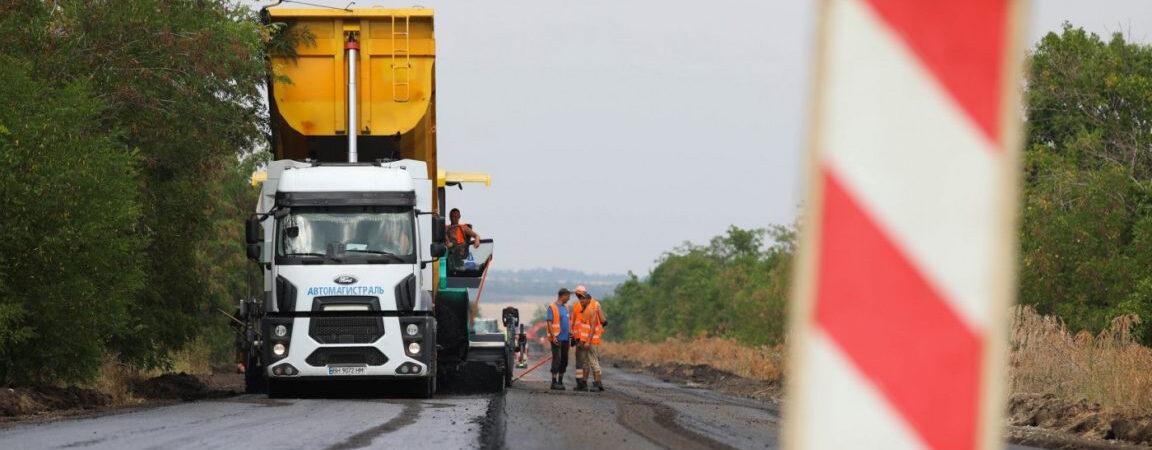 Зеленский разрешил облсоветам привлекать кредиты на строительство и ремонт дорог