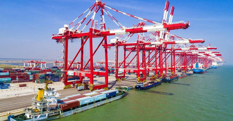 В январе-апреле порты Китая сократили грузооборот на 2,3%