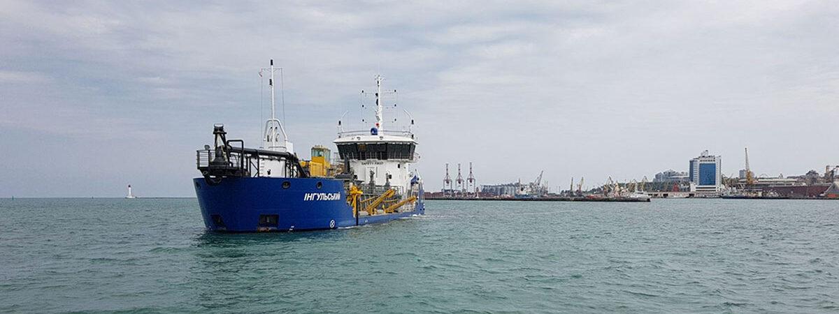 АМПУ побила годовой рекорд дноуглубления собственным флотом