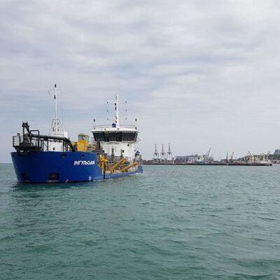 АМПУ собственным флотом восстановила паспортные глубины на важных участках акватории Одесского порта