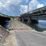 По понтонной переправе около обвалившегося моста через Чертомлык открыто движение транспорта