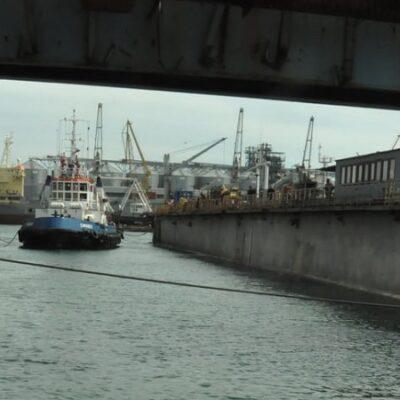 ГП «ОМТП» ремонтирует экологическое судно ПС-323 и буксир «Сфинкс»