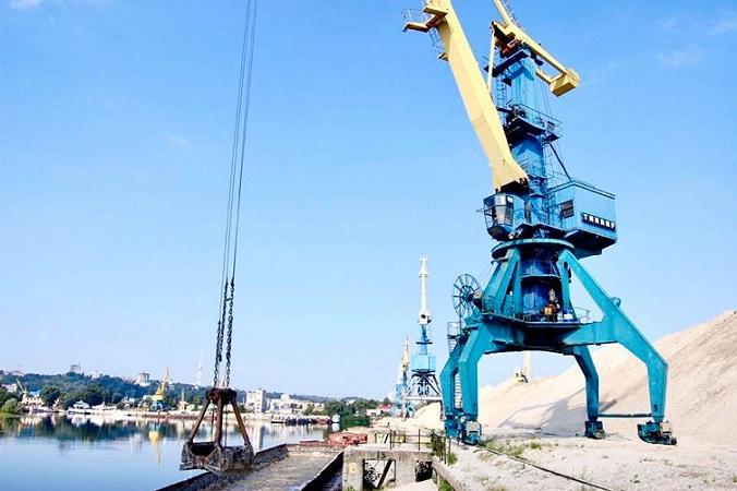 Киевский речной порт расширил список обрабатываемых грузов цементом