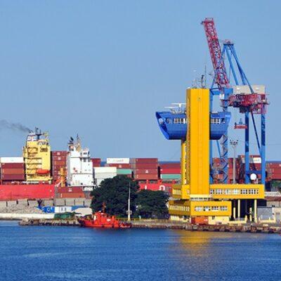 Одесский порт принял одновременно четыре контейнеровоза