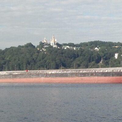 В Киев после длительного перерыва зашло грузовое судно «река-море»
