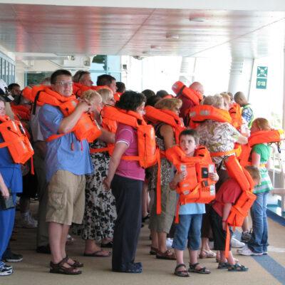 Royal Caribbean заменила коллективный инструктаж по технике безопасности для пассажиров дистанционным
