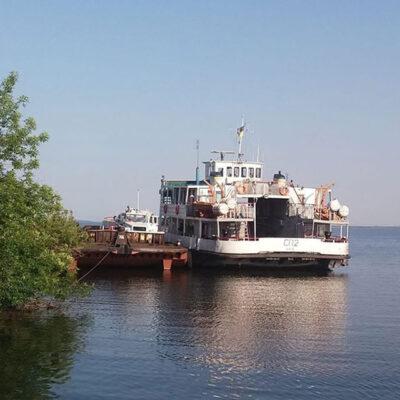 На Днепре запустили переправу между Никополем и Каменкой-Днепровской