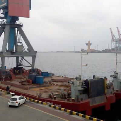 Понтоны УДП вернулись в Измаил после перевозки портальных кранов в «Черноморске»