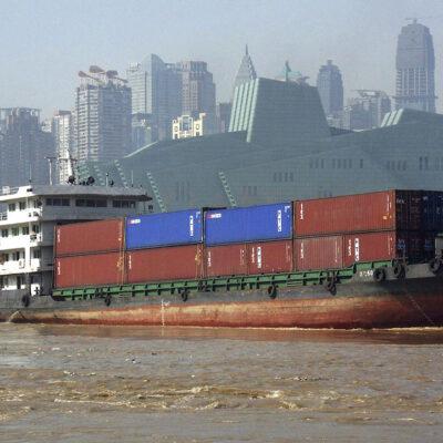 Заторы в портах Китая приближаются к рекордным уровням