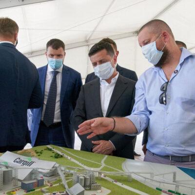 Зеленский пообещал равные условия для частных и государственных стивидорных компаний