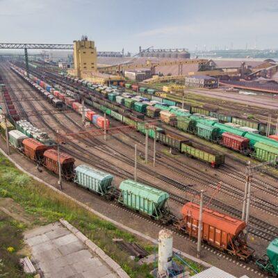 Необходимо внедрить единый тариф на грузовые ж/д перевозки — Жмак