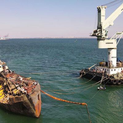 СБУ пытается затянуть уборку аварийного танкера Delfi — «Трансшип»
