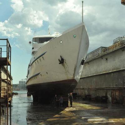 ГП «ОМТП» приняло в ремонт судно-отель «Святой Андрей»