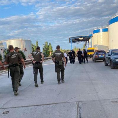 Налоговики пытались вывезти якобы арестованное масло с терминала UPSS