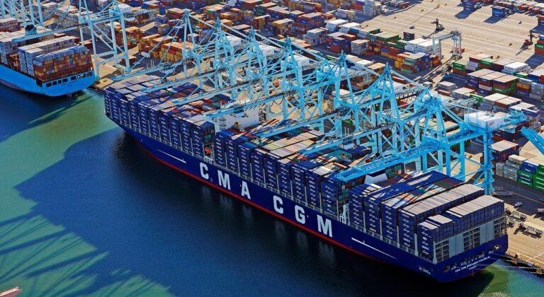Заторы в портах западного побережья США вновь усиливаются