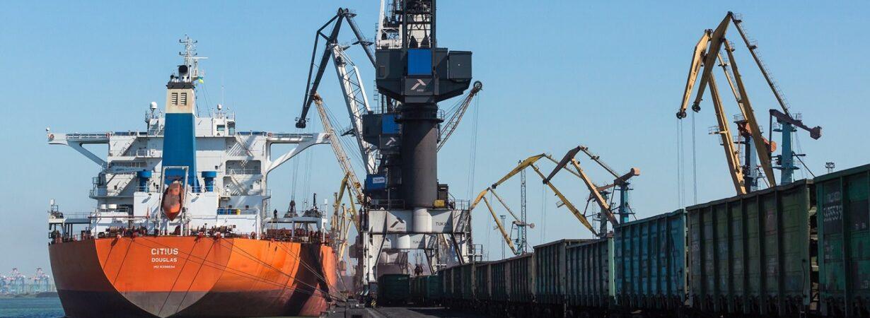 В январе-августе морпорты увеличили грузооборот на 5,2%