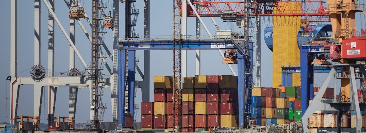 В январе-августе морпорты увеличили контейнерооборот на 9,2%
