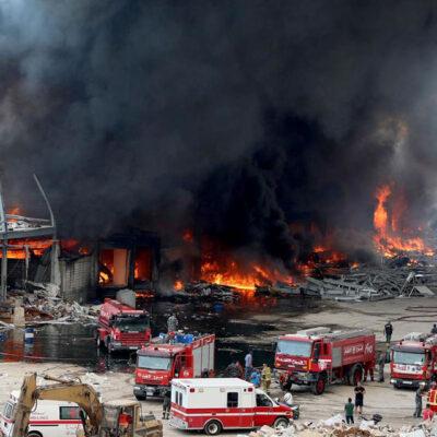 На территории складов в порту Бейрута вспыхнул пожар