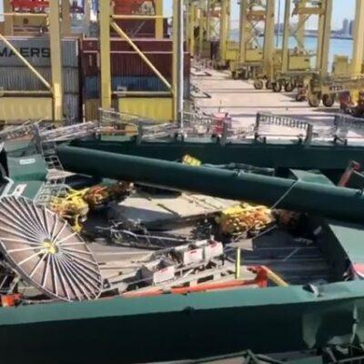 В порту Валенсия 400-метровый контейнеровоз снес кран