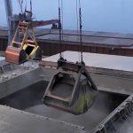 Госстивидор «Южный» выполняет двустороннюю обработку судна