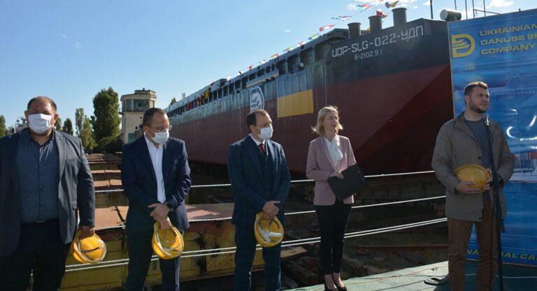 Килийский ССЗ передал новую баржу Украинскому Дунайскому пароходству