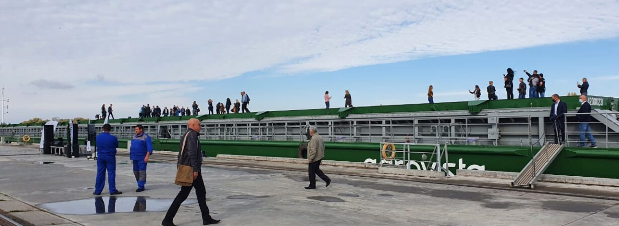 В Светловодске встретили новую баржу «Агровисты»