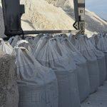 Госстивидор ММТП перегружает экспортную партию шамота
