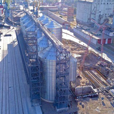 На строительстве зернового терминала в Мариупольском порту продолжается обустройство фундаментов