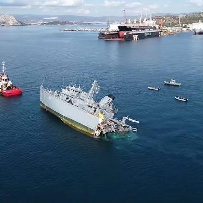 В Эгейском море контейнеровоз разрезал военный корабль надвое